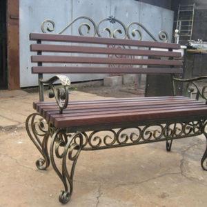 Кованые скамейки Кованая скамейка в темном цвете Арт. СК-013 Norkovka