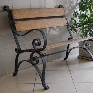 Кованые скамейки Небольшая кованая скамейка Арт. СК-010 Norkovka