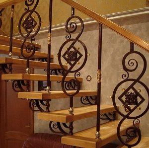 Кованые лестницы Кованая лестница с деревянными перилами Мари Арт. Л-009 Norkovka