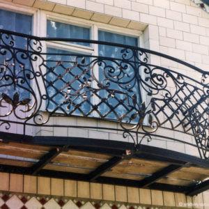 Кованые балконы Кованый балкон для улицы Арт. Б-002 Norkovka